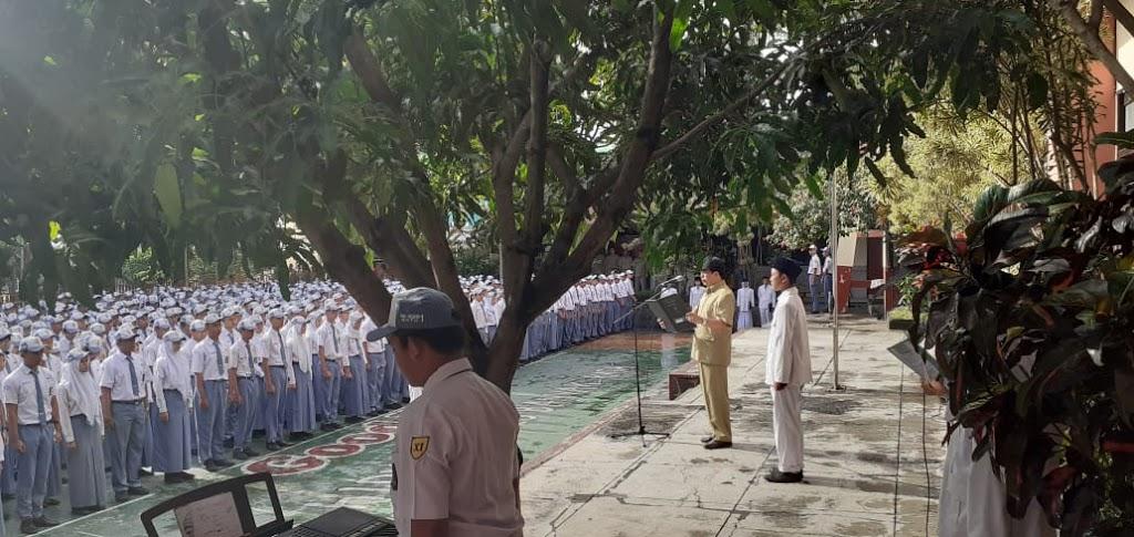 Upacara Pedana Hari Senin Dengan Pembina PLT. Kepala Sekolah, Drs. Pamor Patriawan, M.M.